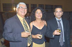 Christian Bellouard et son épouse Madeline, accompagnés du Dr Mervin Dookhony.