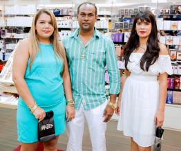 Martine Salva aux côtés de son époux Alain et de Shirlène Robert, manager chez Mado Parfums.