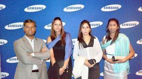 Navin Peerthy, directeur régional de Samsung Océan Indien, Reshma Lalsing de Logidis IBL Group, Reena Newaj de Margarine Industries et Deepasha Ramsurrun de Logidis IBL Group.