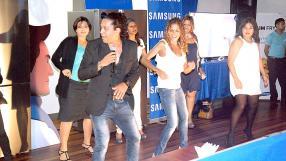 Stellio Grenouille de Coréame initiant les invitées à la Salsa.