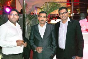 Vaseem Javed, Sales Manager de ClassCell, Sudipto Chatterjee, General Manager de ClassCell, et Sabnish Beharee de Samsung Océan Indien.