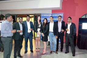 L'équipe de Samsung et quelques partenaires.