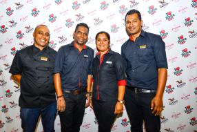 Thierry Amic, Brand Manager chez Galito's, Avinash Luximon, Pizza Inn Manager du Phoenix Mall, Rema Bhujawon, Brand Manager de Pizza Inn, et Teejaye Mungroo, Brand Manger de Dial a Delivery.