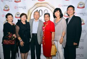 Alice Wong, Micheline, le Dr James et Lily Li Wan Po, invités à la soirée, en compagnie de Patricia et son époux Francis Wong, architecte.