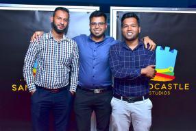Ibrahim Boodhun, Team Leader, Anas Hossenbaccus, Team Leader, avec Naseef Latona, Associate Director, tous de Sandcastle Studios.