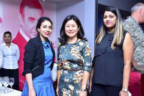 Tajnisha Rambocus Bissessur, Manager, et Françoise Chan, Managing Director, toutes deux d'Island Film Mauritius Ltd, et Diya Dewoo, Relationship Manager chez Afrasia.