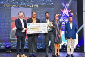 Stephane Toussaint, Mervin Clair, Sportsman of the Year, Sarah Rawat-Currimjee et Ivan Collendavelloo, Deputy Prime Minister et ministre de l'Énergie.