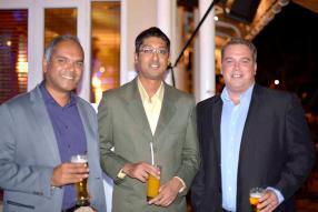 Nessen Ramsamy, Operations Manager d'Emtel, Preetam Ramphul, chef de produit à MC Vision, et Adrian Christian, Customer Experience chez Emtel.