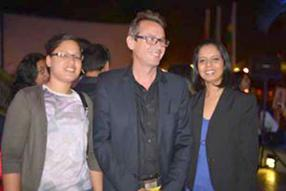 Laura Venkatasamy, Senior Marketing Communications Officer d'Emtel, en compagnie de Thomas Lang, General Manager de la compagnie Ouest, et Shelina Gobindram, Senior Marketing Communication Officer d'Emtel.