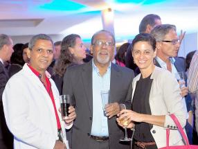 Fareed Jaunbocus de BDO aux côtés de Raj Makoond du Joint Economic Council et Hélène Echevin de la Mauritius Chamber of Commerce and Industry.