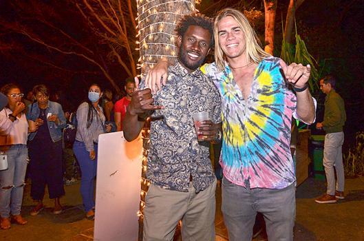 Willow Tonkin et Bart, Kite Surfers.