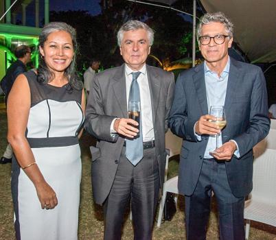 Jérôme Chastenet, chef du service économique Maurice-Seychelles, et Jean Marc Cassam Chenai, conseiller de coopération et d'action culturelle de l'Institut français de Maurice.