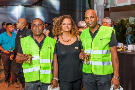 Patrick Begue, Operator Trainer, Veronique Rohan, Sales Counter Clerk, et Fabrice Constant Perrine, Hose Technician, tous trois de Scomat.