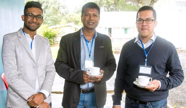 Bhisam Sohatee et Maydhavi Chooromoney, Marketing Officers de la SBM Bank (Mauritius) Ltd, et Thierry Coret, Head of Marketing & Communication de la SBM Bank (Mauritius) Ltd.