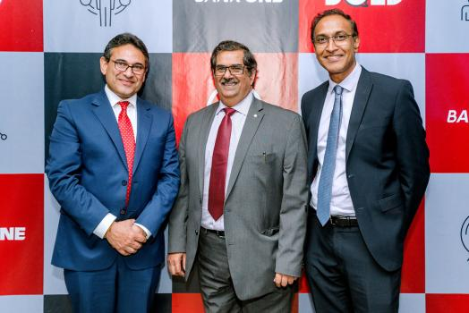 Ravneet Chowdhury, CEO de Bank One, Sunil Dabeesingh, CEO de la Mutual Aid Association, et Fareed Soobadar, Divisional Head - Corporate Banking chez Bank One.