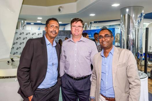 Ivan Thomas, Principal Health Manager, Guillaume Bouic, Senior Manager, Business Development & SME, tous deux de la Swan, et Vega Chellum, CEO du YU Lounge.