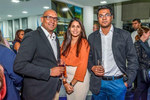 Kurt Sylvie, Manager, Priya Tattea, Sales & Marketing Representative, et Sollazagen Appasamy, HR Officer, tous du YU Lounge.
