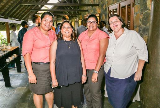 Joelle Khoodoo, Priscilla Obeegadoo, Kim Goupy et Imelda de St Jorre, toutes de la centrale de réservation au Constance Belle Mare Plage.