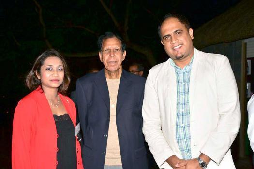 Achala Hurpaul, Solutions Specialist chez EO, Dinesh et Nitin Sewraz, tous deux Managing Director d'Island Master Advertising Co. Ltd.