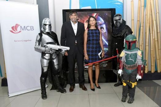Le Dr Ramesh Caussy et Selvinah Vydelingum de la MCB.