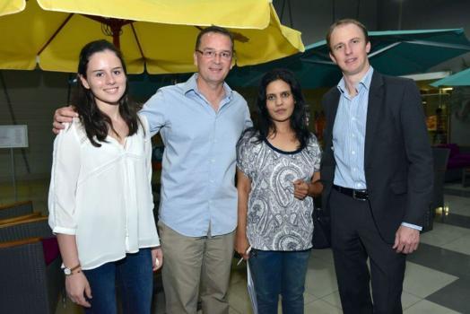 Renaud et Romy Lagesse en compagnie d'Ameenah Ibrahim et de Xavier Bathfield de la MCB.