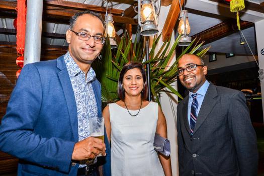 Nitin Ramlugon, Head of Retail à la HSBC, Mala Puddoo, Branch Manager d'Ebène HSBC, et Aldo Braunau, Branch Manager de Curepipe HSBC.