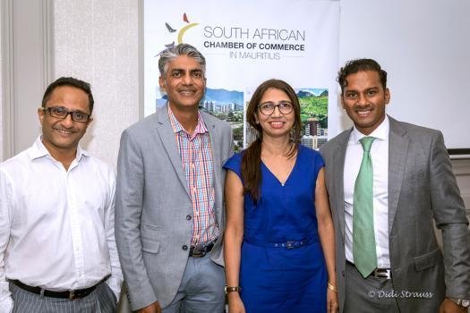 Dipak Chummun, Chief Finance Officer d'IBL Group, Naresh Bhoola, Partner de KPMG, Parveen Mactoom et Bilal Adam.