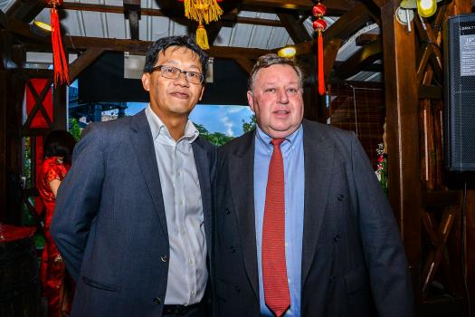 Dean Lam, Managing Director de la HSBC, aux côtés de Chris J. K. Murray, Chief Executive Officer à la HSBC.