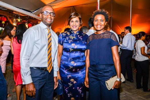 Lucas Mandangu, Chief Finance Officer de la HSBC, Annick Rave-Meerun, Communication Manager à la HSBC, et Gladys Mandangu.