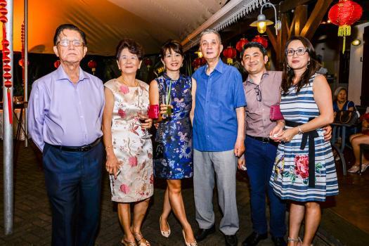 Serge Chung Chee Chong, son épouse Lucie et sa fille Anie de Serge Dental, avec Charles Ng, directeur d'Atom Travel, Tony Chung et son épouse Corrine de Serge Dental.