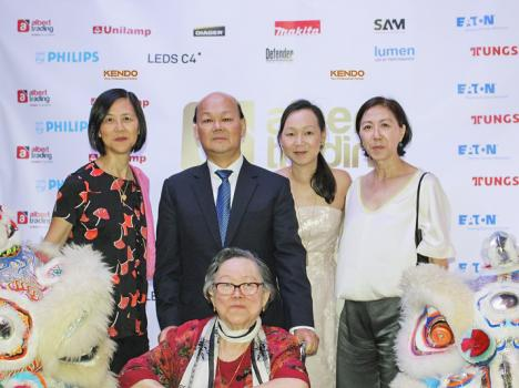 Charles Li, Chairman d'Albert Trading Ltd, entouré de Dominique Leung Pin, Thérèse Li Foo Wing, Aurelie Li, Marketing Director chez Albert Trading, et Jeanette Li Foo Wing.