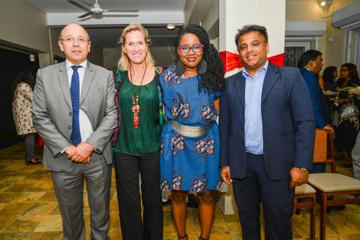 Joël Genty, Chief Executive Officer d'ATOL, son épouse Liloie, Monique Thomas et Mahen Saulick, président de l'ONG Kpav.
