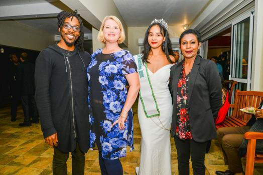 Josiah Woodson, Melanie Zimmerman, Deputy Chief of Mission de l'ambassade des États-Unis à Maurice Darrielle Laviolette, Miss Eco Tourism 2018, et Priya Beegun, Cultural Affairs Specialist à l'ambassade des États-Unis à Maurice.