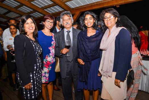 Mala Bonomally, ACCA Panel Member, Vimi Appadoo, Managing Director de Dale Carnegie Training, Prakash Ramhotar, ancien président de l'ACCA, et Yaëlle Apolingum, New Member de l'ACCA, et sa mère Linda.