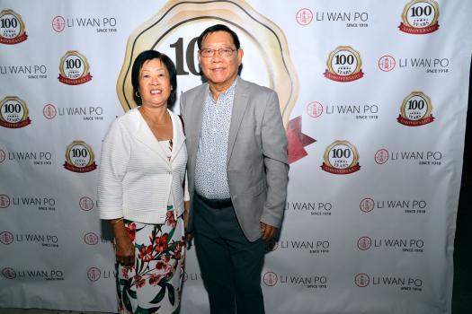 Roger How Hong et son épouse Joyce, tous deux gérants d'Intermart.