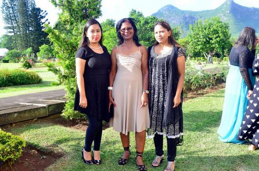Shanaaz Kodabaccus, étudiante, Dolores Mootoosamy, employée à la municipalité de Beau-Bassin/Rose-Hill, et Noorzabeen Kodabaccus, entrepreneuse.