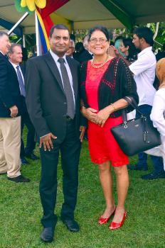 Gerard Sohun, Facilities Manager chez MauBank Ltd, en compagnie de son épouse Florise.