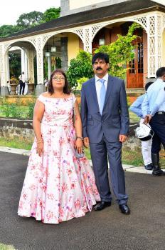 Koobina Itnack, coiffeuse, en compagnie de son époux Sarawon, employé chez Air Mauritius.