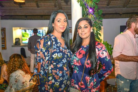 Vanisha Sahye et Ashley Sagar étaient présentes pour partager le bonheur d'Aurore Bellefroid.